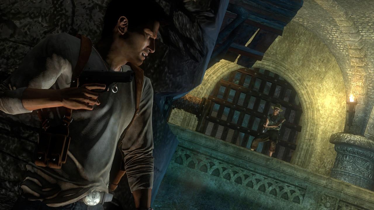 Nathan chowa się za ścianą w Uncharted: Drake's Fortune